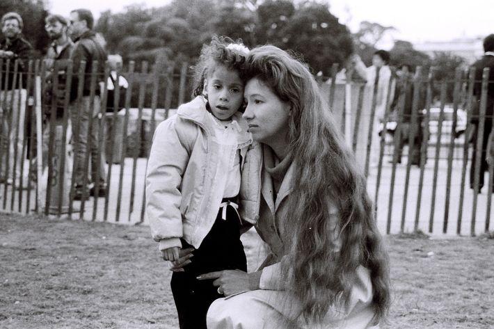 Ann P Meredith's <i>Eleana y Rosa, the Ellipse at the White House</i>, Washington, DC, 1988.