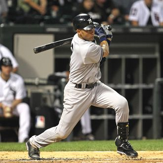 CHICAGO, IL - AUGUST 03: Derek Jeter #2 of the New York Yankees hits a run-scoring single in the 3rd inning against the Chicago White Sox at U.S. Cellular Field on August 3, 2011 in Chicago, Illinois. (Photo by Jonathan Daniel/Getty Images)