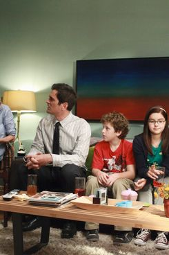 """MODERN FAMILY - In the second half of the hour, entitled """"When Good Kids Go Bad"""" (9:30-10:00 p.m.), Mitch and Cam plan a nice evening with the whole family to break the happy news that they're looking to adopt another child. However their parade is rained on when they realize Lily may not take well to another baby in the house. Meanwhile, Claire and Jay are each consumed with proving a certain point. """"Modern Family"""" returns for its third season with a special one-hour event on WEDNESDAY, SEPTEMBER 21 (9:00-10:00 p.m., ET) on the ABC Television Network. (ABC/RICHARD CARTWRIGHT)           ED O'NEILL, JULIE BOWEN, TY BURRELL, NOLAN GOULD, ARIEL WINTER, SARAH HYLAND"""