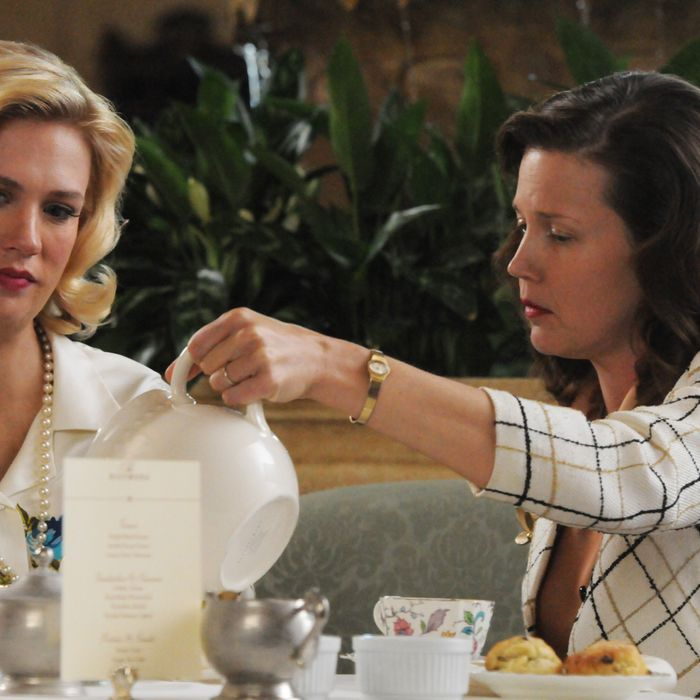 Betty Francis (January Jones) and Joyce Darling (Adria Tennor) - Mad Men - Season 5, Episode 3 - Photo Credit: Michael Yarish/AMC