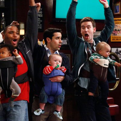 GUYS WITH KIDS (l-r) Anthony Anderson as Gary, Jesse Bradford as Chris, Zach Cregger as Nick
