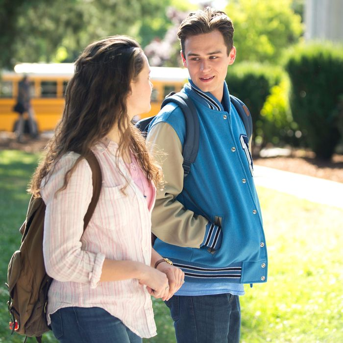 '13 Reasons Why' Actor Defends Netflix's Trigger Warnings