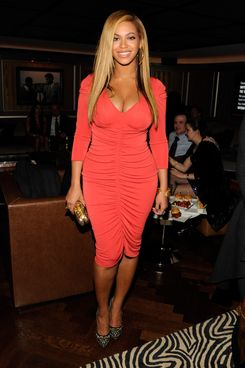 Beyonce attends the after party following Jay-Z's concert at Carnegie Hall to benefit The United Way Of New York City and the Shawn Carter Foundation at the 40 / 40 Club on February 6, 2012 in New York City.