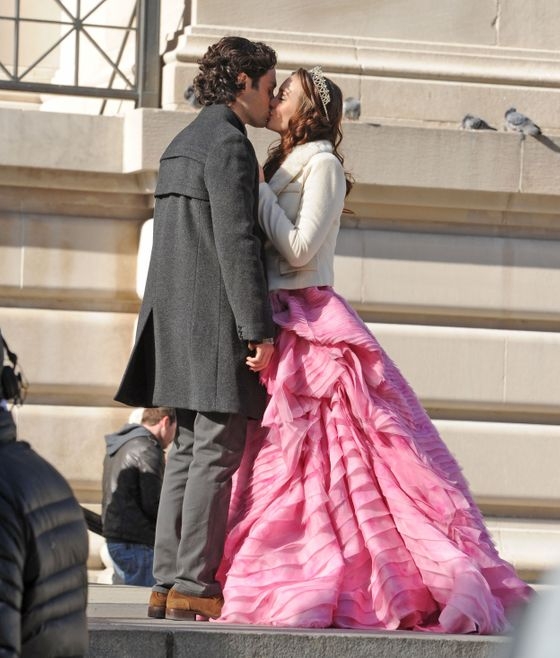 Penn Badgley and Leighton Meester share a kiss on the set of 'Gossip Girl' filming in New York City. <P> Pictured: Leighton Meester and Penn Badgley <P> <B>Ref: SPL357597  060212  </B><BR/> Picture by: Asadorian-Mejia/Splash<BR/> </P><P> <B>Splash News and Pictures</B><BR/> Los Angeles:310-821-2666<BR/> New York:212-619-2666<BR/> London:870-934-2666<BR/> photodesk@splashnews.com<BR/> </P>