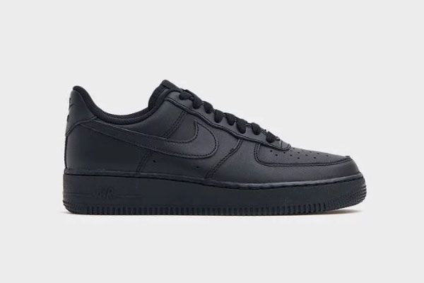 Nike W Nike Air Force 1 '07 Sneaker in Black