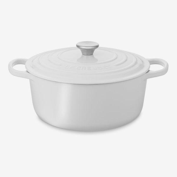 Le Creuset Signature Enameled Cast-Iron 5 1/2–Quart Round Dutch Oven