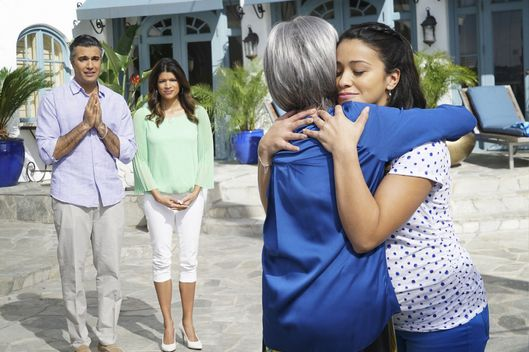 "Jane The Virgin -- ""Chapter Eighteen"" -- Image Number: JAV118b_120.jpg -- Pictured (L-R): Jaime Camil as Rogelio, Andrea Navedo as Xo, Rita Moreno as Liliana and Gina Rodriguez as Jane -- Photo: Danny Feld/The CW -- ?'?? 2015 The CW Network, LLC. All rights reserved."