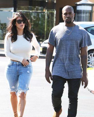5aaf2863b4 Kim Kardashian Wore Curious Knee-Length Jorts