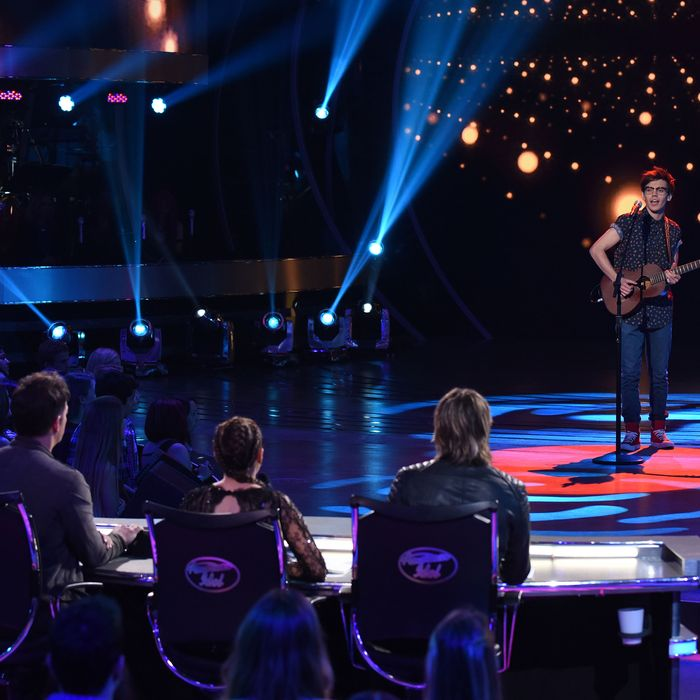 """AMERICAN IDOL: Contestant MacKenzie Bourg performs in the """"Wildcard Night: Judges Pick"""" episode of AMERICAN IDOL airing Wednesday, Feb. 24 (8:00-9:01 PM ET/PT) on FOX. © 2016 Fox Broadcasting Co. Cr: Ray Mickshaw / FOX."""
