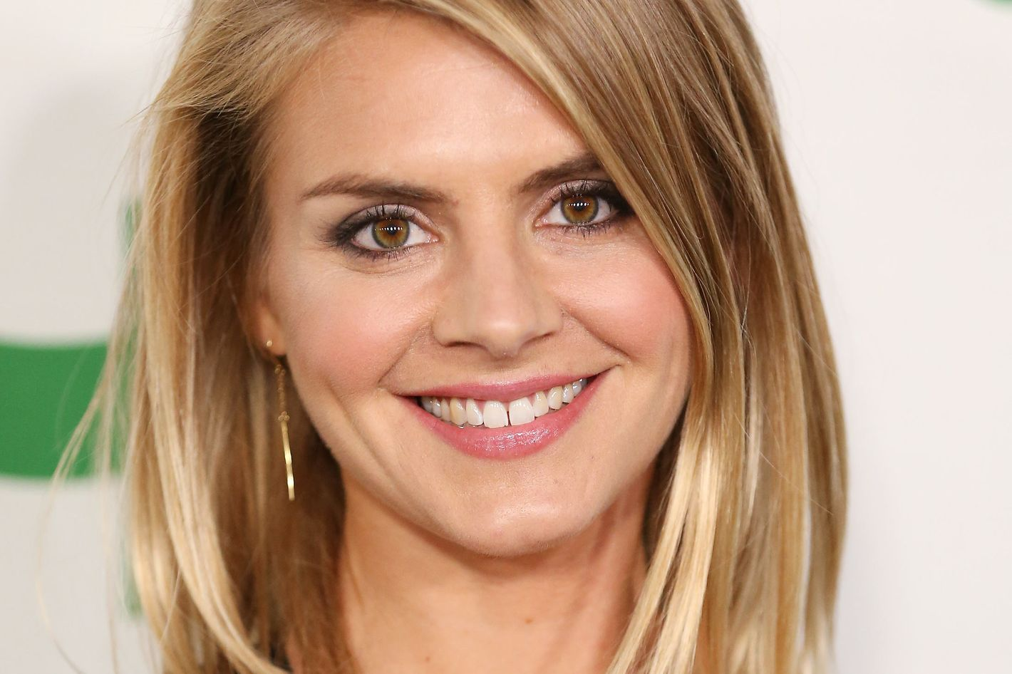 Eliza Coupe Joins Seth Rogens Hulu Comedy Now We Just Need Casey
