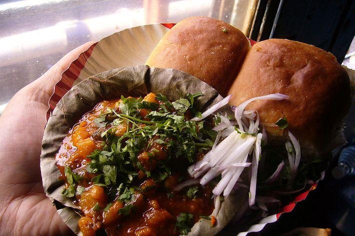 Pav bhaji served on a train in India. We should pav bhajis on Metro-North.