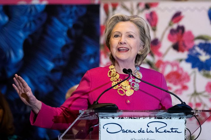 Hillary Clinton: Designer de La Renta inspired immigrants
