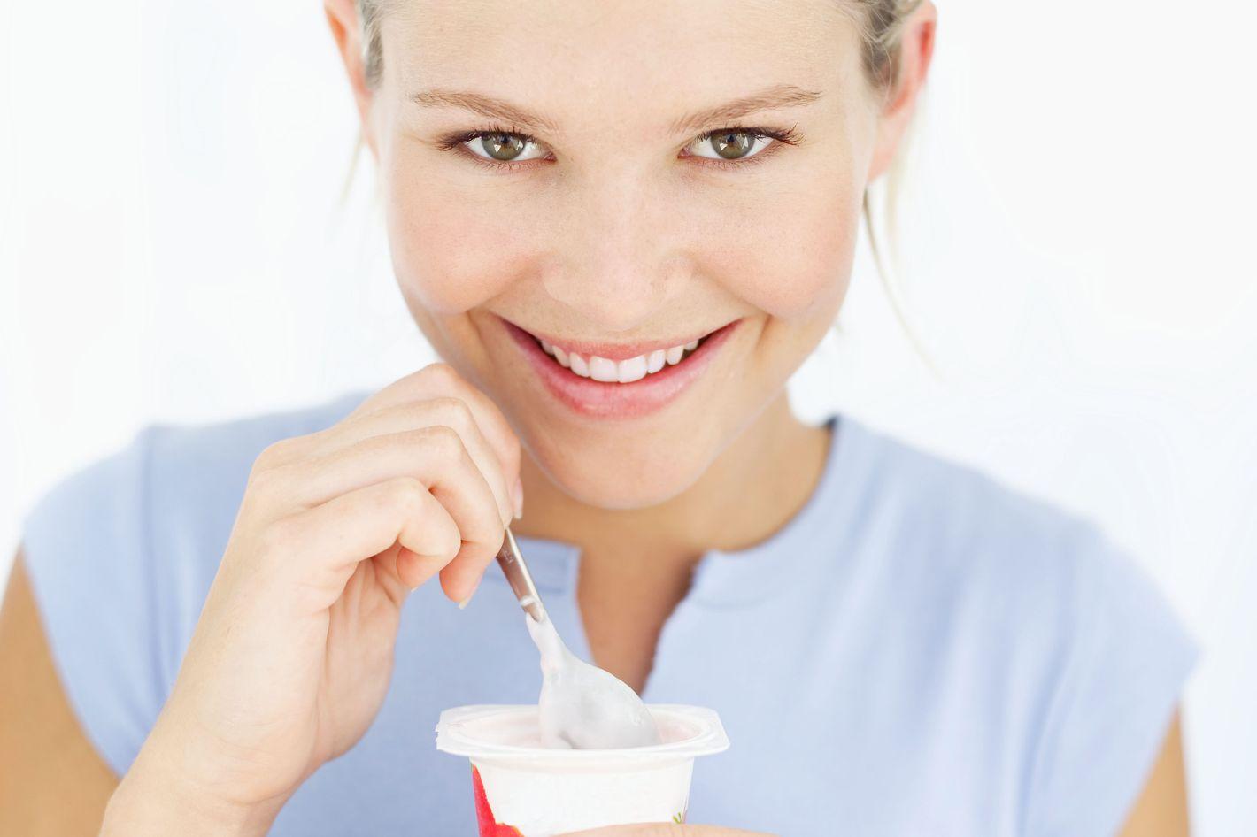 Makan yogurt