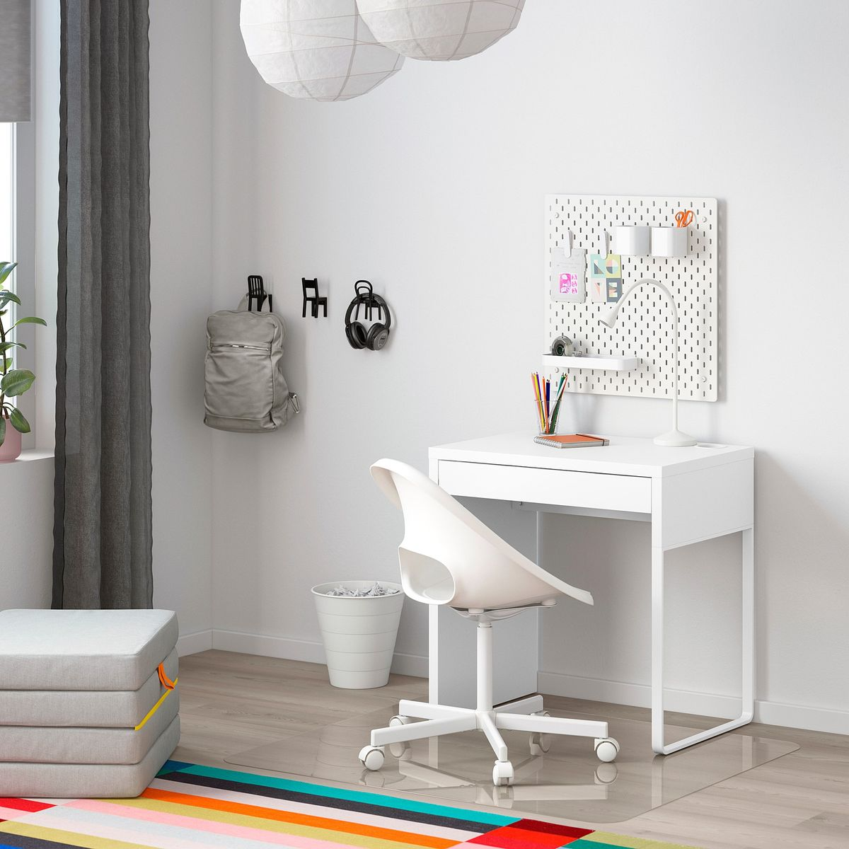 Picture of: 22 Best Stylish Small Desks 2020 The Strategist New York Magazine