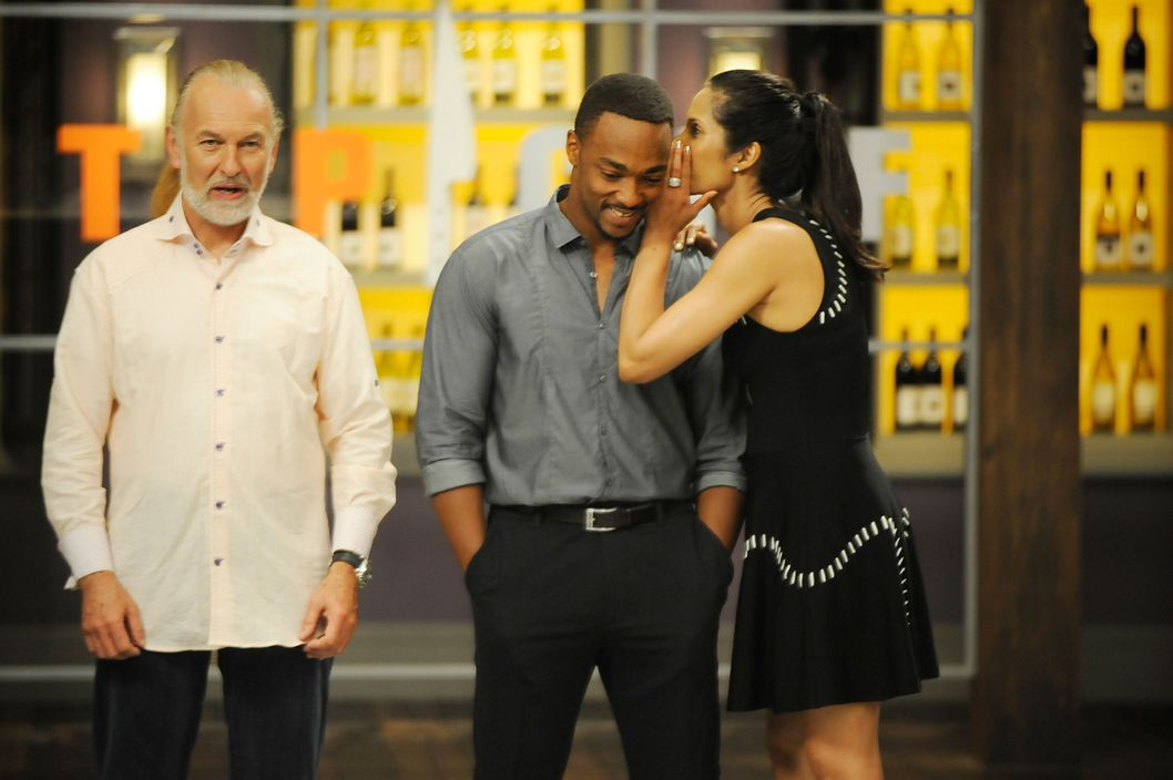 "TOP CHEF -- ""Like Mama Made"" Episode 1110 -- Pictured: (l-r) Hubert Keller, Anthony Mackie, Padma Lakshmi -- (Photo by: David Moir/Bravo)"