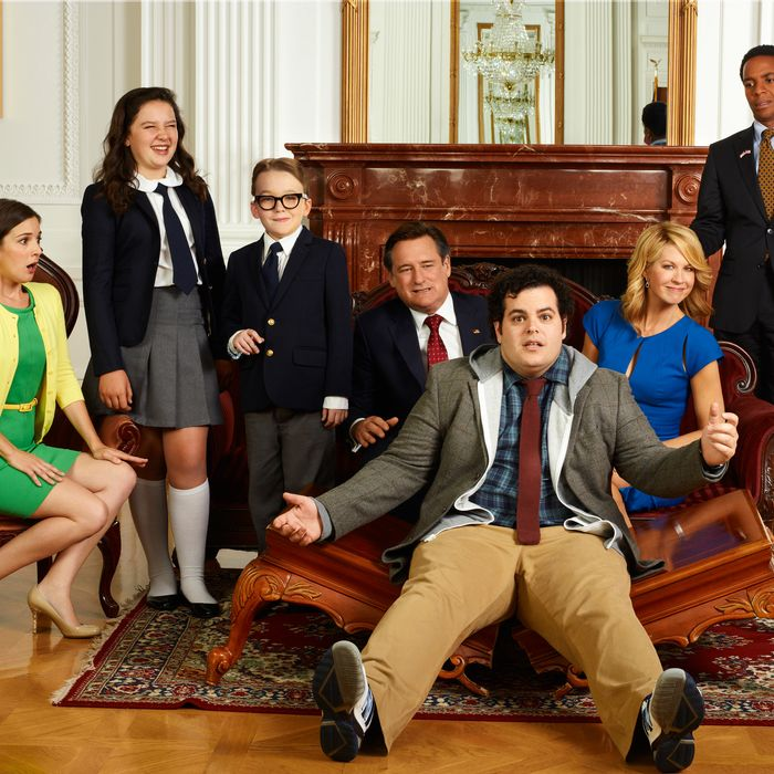 1600 PENN -- Season: Pilot -- Pictured: (l-r) Martha MacIsaac as Becca, Amara1600 PENN -- Pictured: (l-r) Martha MacIsaac as Becca, Amara Miller as Marigold, Benjamin Stockham as Xander, Bill Pullman as Dale, Josh Gad as Skip, Jenna Elfman as Emily, Andre Holland as Marshall Malloya Miller as Marigold, Benjamin Stockham as Xander, Bill Pullman as Dale, Josh Gad as Skip, Jenna Elfman as Emily, Andre Holland as Marshall Malloy -- (Photo by: Chris Haston/NBC)