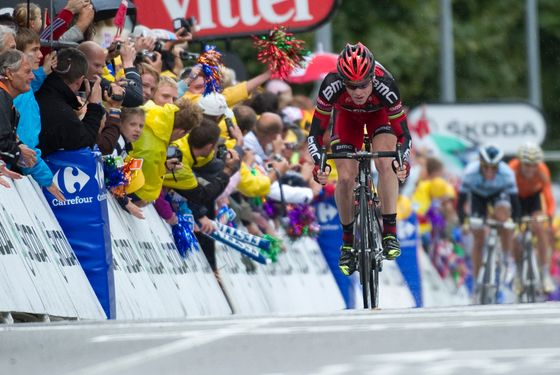 Asutralia's Cadel Evans (C) sprints on the finish line ahead of Spain's three-time Tour de France winner Alberto Contador (2ndR) and Spain's Samuel Sanchez (R) at the end of the 162,5 km and sixteenth stage of the 2011 Tour de France cycling race run between Saint-Paul-Trois-Chateaux and Gap, the principal city of the Hautes-Alpes, southeastern France on July 19 , 2011.   AFP PHOTO / LIONEL BONAVENTURE (Photo credit should read LIONEL BONAVENTURE/AFP/Getty Images)
