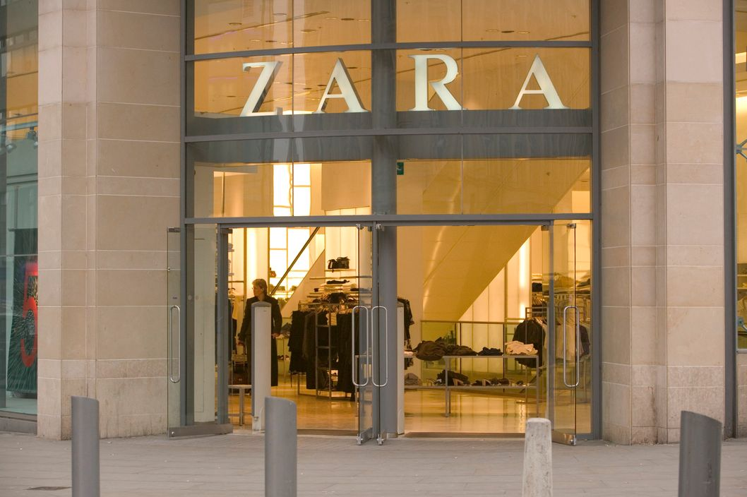 01 Feb 2006, Manchester, Greater Manchester, England, UK --- Entrance to Zara Clothing Store --- Image by ? Ashley Cooper/Corbis