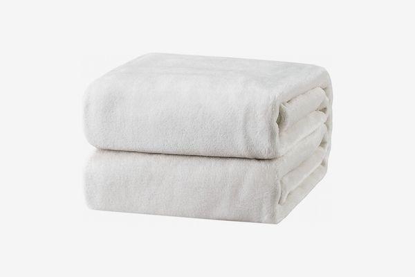 Bedsure Fleece Blanket Twin Size White Lightweight Throw Blanket Super Soft Cozy