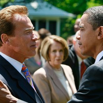 US President Barack Obama (R) greets California Gov. Arnold Schwarzenegger (R-CA) (L) during a press conference announcing fuel efficiency standards in the Rose Garden of the White House May 19, 2009 in Washington, DC. Today President Obama announced a new national fuel and emission standards program for cars and trucks with the intention of cutting vehicle carbon emissions and raise mileage by 30 percent.