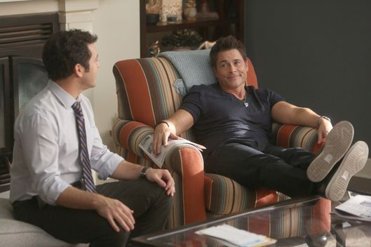 "THE GRINDER: L-R:  Fred Savage and Rob Lowe in the ""The Olyphant In The Room"" time period premiere episode of THE GRINDER airing Tuesday, Jan. 5 (9:30-10:00 PM ET/PT) on FOX. ©2015 Fox Broadcasting Co. Cr: Ray Mickshaw/FOX"