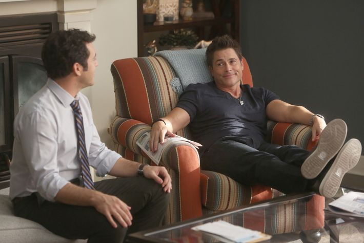 """THE GRINDER: L-R:  Fred Savage and Rob Lowe in the """"The Olyphant In The Room"""" time period premiere episode of THE GRINDER airing Tuesday, Jan. 5 (9:30-10:00 PM ET/PT) on FOX. ©2015 Fox Broadcasting Co. Cr: Ray Mickshaw/FOX"""