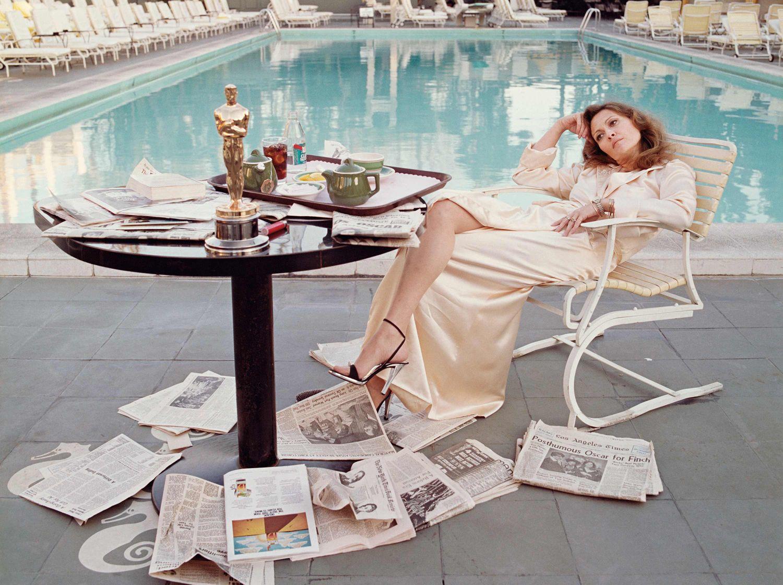 Faye Dunaway pool
