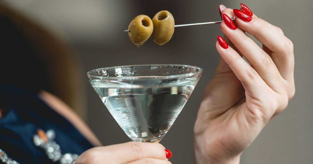 Fancy Manhattan Restaurant Allegedly Won't Let Women Sit Alone at the Bar