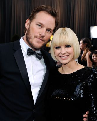 HOLLYWOOD, CA - FEBRUARY 26: Actress Anna Faris (R) and Actor Chris Pratt arrive at the 84th Annual Academy Awards held at the Hollywood & Highland Center on February 26, 2012 in Hollywood, California. (Photo by Ethan Miller/Getty Images)