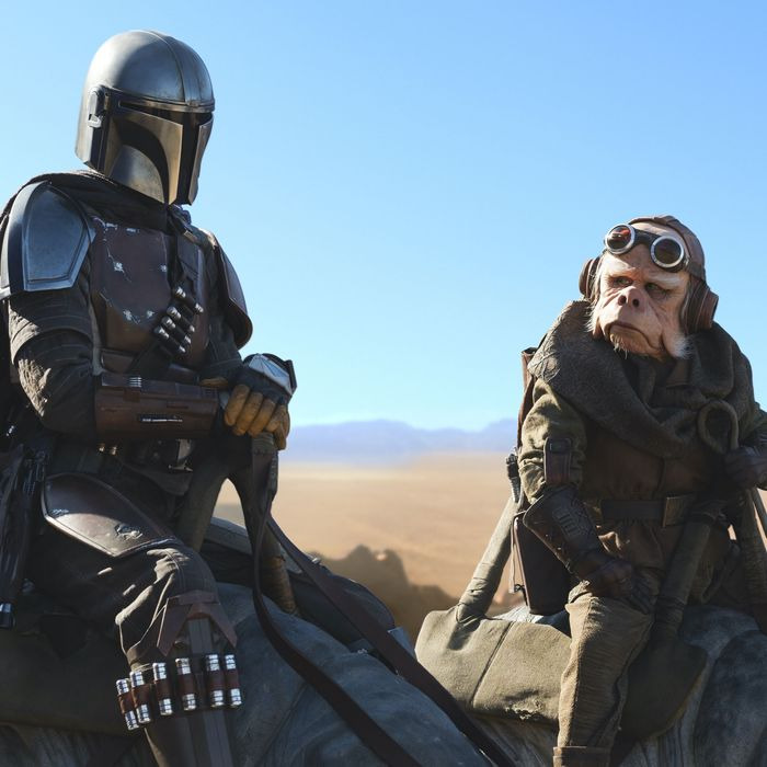 The Mandalorian (Pedro Pascal) and Ugnaught (Nick Nolte) in The Mandalorian.