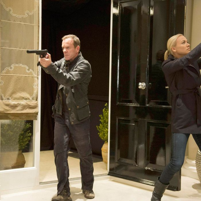 """24: LIVE ANOTHER DAY: Jack (Kiefer Sutherland, L) leads Kate (Yvonne Strahovski, R) on a mission to locate a target in the """"9:00 PM - 10:00 PM"""" episode of 24: LIVE ANOTHER DAY airing Monday, July 7 (9:00-10:00 PM ET/PT) on FOX. ©2014 Fox Broadcasting Co. Cr: Chris Raphael/FOX"""