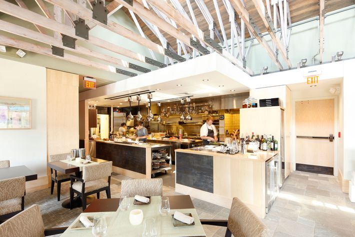 Cooks run dishes to diners from the (very) open kitchen.