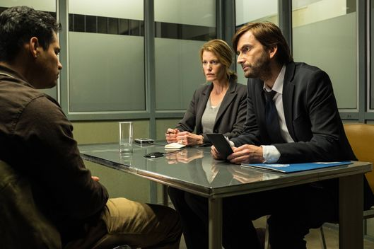 "GRACEPOINT: Mark Solano (Michael Pe?a, L) is questioned by Detectives Emmett Carver (David Tennant, R) and Ellie Miller (Anna Gunn, C) in ""Episode Three"" of GRACEPOINT airing Thursday, Oct. 9 (9:00-10:00 PM ET/PT) on FOX. ?2014 Fox Broadcasting Co. Cr: Ed Araquel/FOX"