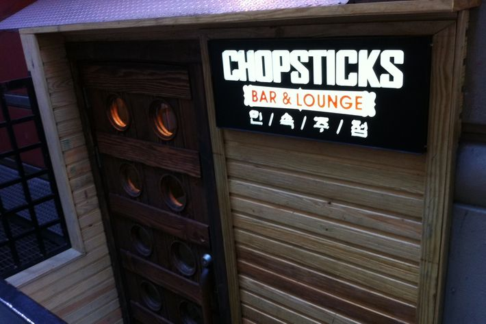 Chopsticks' exterior; a shark vs. mecha-crab drawing posted outside.