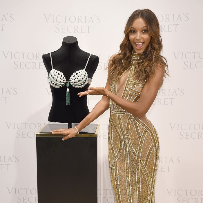 77ce8cedf9 A Victoria s Secret Model Had a Pretty Grueling Bra Fitting That Lasted 3  Hours