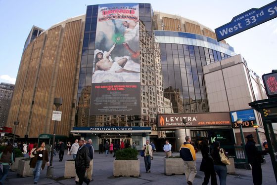 NEW YORK - NOVEMBER 09:  People walk past Madison Square Garden November 9, 2006 in New York City.  (Photo by Chris McGrath/Getty Images)