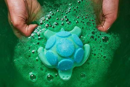 lush created a green blue turtle shaped jelly bath bomb