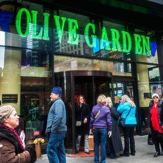Viral Reddit Post Asks Why Eat at the Times Sq  Olive Garden