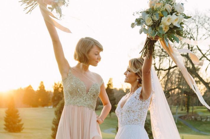 Taylor Swift and the bride, Taylor Swift's best friend