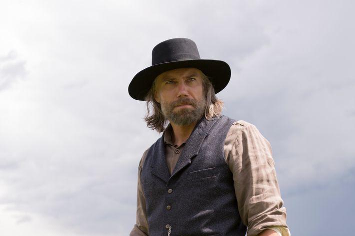 Anson Mount as Cullen Bohannon.