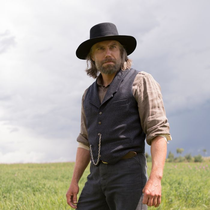 Anson Mount as Cullen Bohannon.