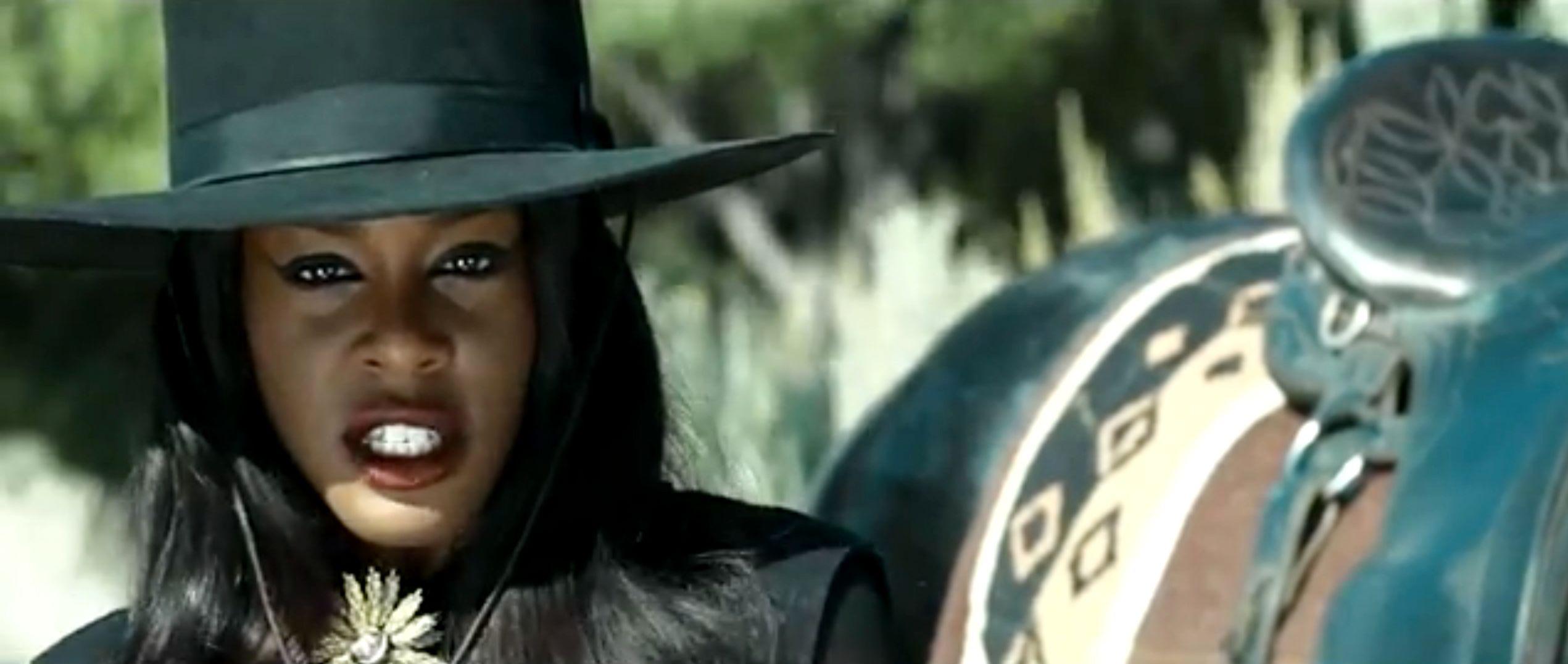 'Liquorice' Video: Azealia Banks Gets Her Gun, Hot Dog, Popsicle