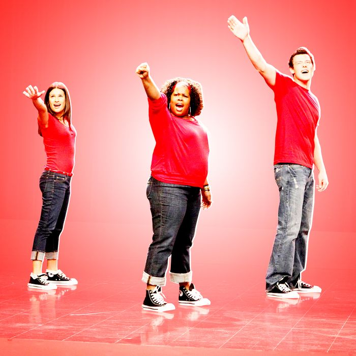 GLEE: Members of McKinley High's Glee Club perform on GLEE premiering this fall on FOX. Pictured L-R: Chris Colfer, Lea Michele, Amber Riley, Cory Monteith and Jenna Ushkowitz. ©2009 Fox Broadcasting Co. Cr: Carin Baer/FOX