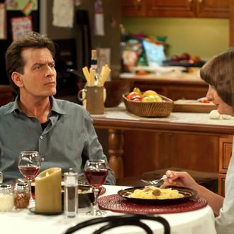ANGER MANAGEMENT: Episode 2: Charlie and the Slumpbuster (Airs June 28, 9:30 pm e/p). L-R: Charlie Sheen as Charlie Goodson and Kerri Kenney as Mel.