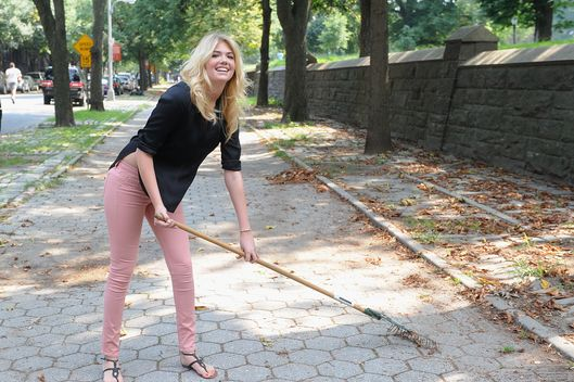 Model Kate Upton attends  Zoo York And Stoked Mentoring Clean Up Brooklyn on August 23, 2012 in New York City.