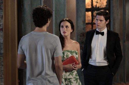 """""""Yes, Then Zero"""" -- Penn Badgley as Dan Humphrey, Leighton Meester as Blair Waldorf and Hugo Becker as Louis in Gossip Girl on the CW.           Photo Credit: Giovanni Rufino / The CW           © 2011 The CW Network, LLC. All Rights Reserved."""
