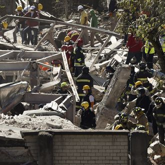 Rescuers work amid the wreckage caused by an explosion in a hospital in Cuajimalpa, Mexico City, on January 29, 2015.