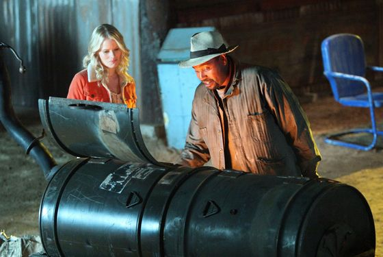 JUSTIFED: Episode 3: HARLAN ROULETTE: (Airs Jan. 31, 10:00PM e/p). Pictured L-R: Joelle Carter and Mykelti Williamson. CR: Prashant Gupta / FX