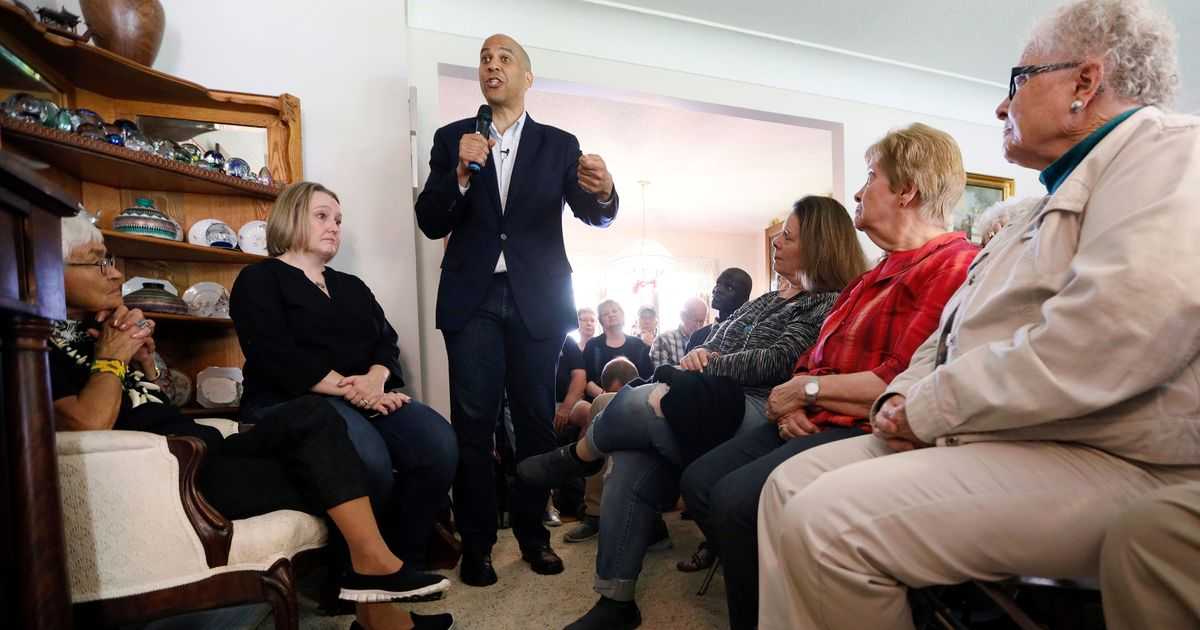 Cory Booker and Elizabeth Warren Are Betting Big in Iowa