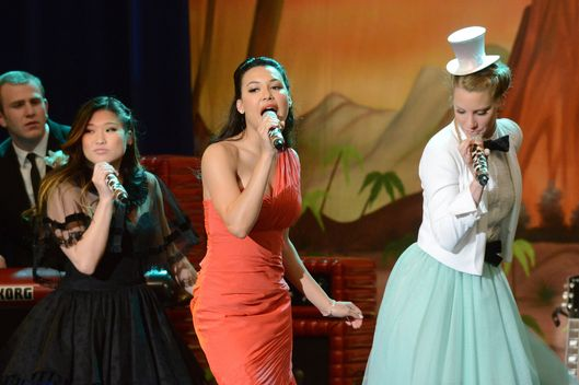 "GLEE: Tina (Jenna Ushkowitz, L), Santana (Naya Rivera, C) and Brittany (Heather Morris, R) perform in the ""Prom-asaurus"" episode of GLEE airing Tuesday, May 8 (8:00-9:00 PM ET/PT) on FOX."